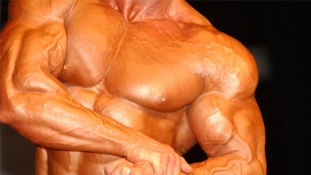 muskelsammentrækninger i hele kroppen