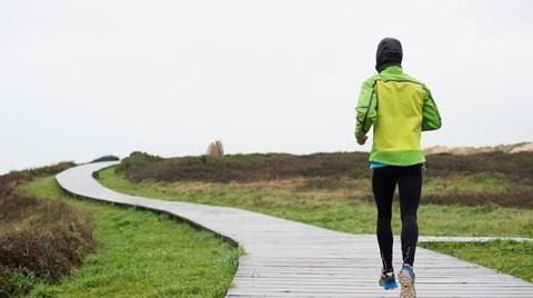 f9a3f5ee555 Det regner og du vil løbe: Sådan klæder du dig på - VoresPuls